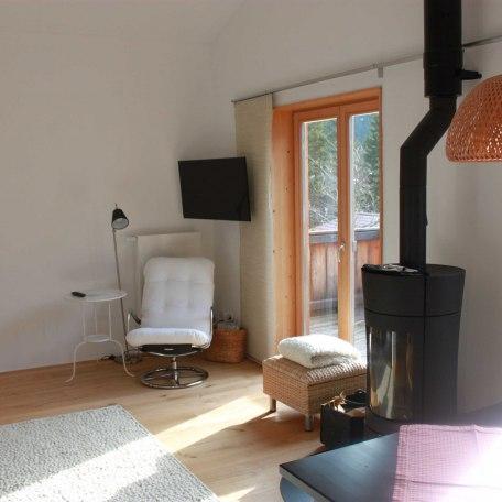 Wohn-Essbereich mit Schwedenofen, © im-web.de/ Gäste-Information Schliersee in der vitalwelt schliersee