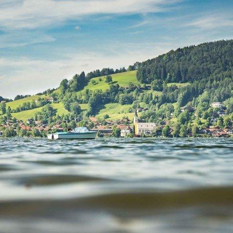 Das Schliersee Südufer mit Blick auf den Ort, © Dietmar Denger