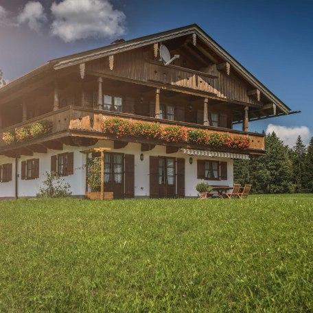 Ferienhaus mit den Ferienwohnungen Auszeit und Bergzeit, © im-web.de/ Gäste-Information Schliersee in der vitalwelt schliersee