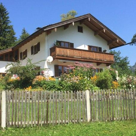 Das Haus im Sommer, © im-web.de/ Gäste-Information Schliersee in der vitalwelt schliersee