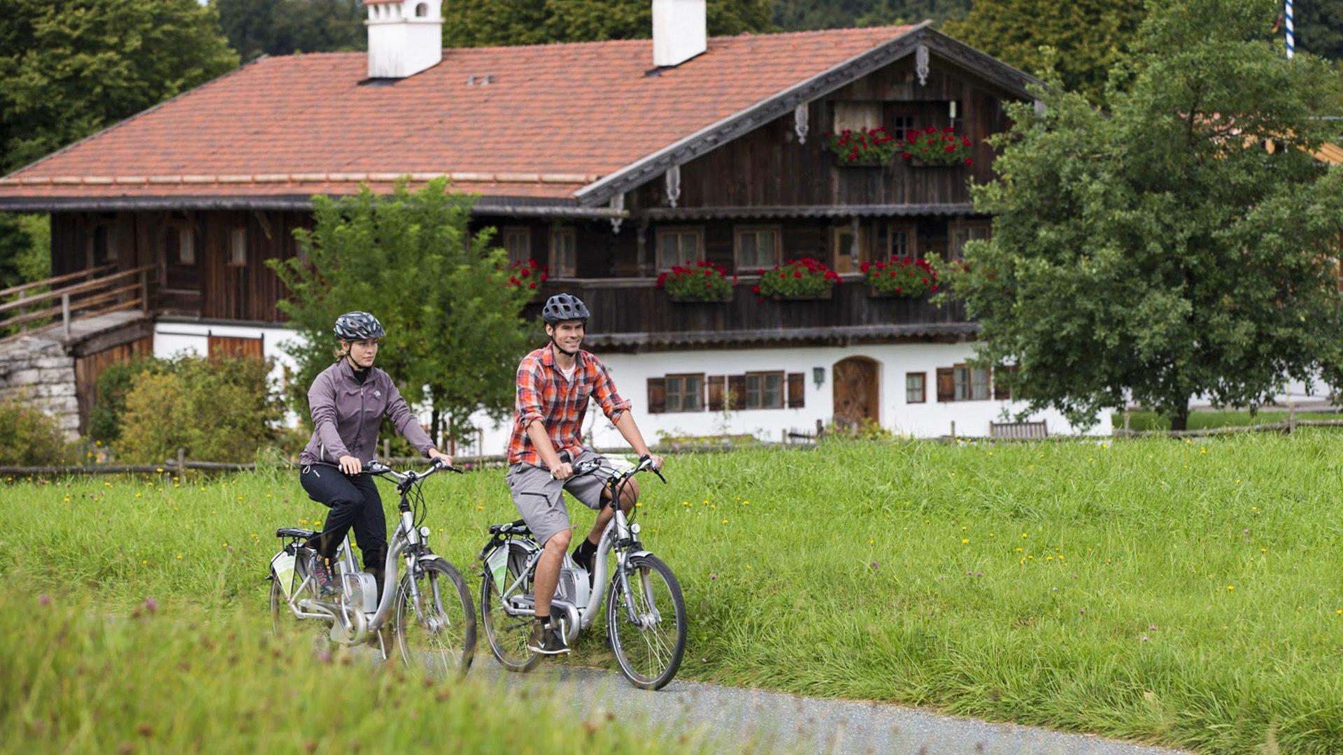 Mit dem E-Bike durch das Miesbacher Oberland bis zu Tegernsee und Schliersee, © Hansi Heckmair
