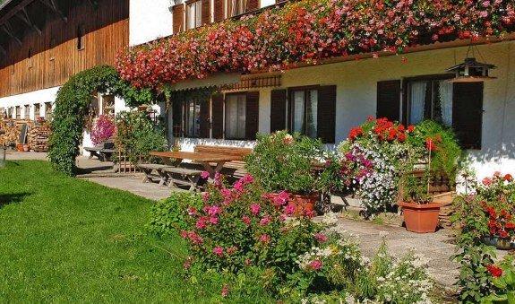 Hausansicht, © im-web.de/ Gäste-Information Schliersee in der vitalwelt schliersee