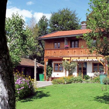 die Ferienwohnung vom Garten aus gesehen, © im-web.de/ Gäste-Information Schliersee in der vitalwelt schliersee