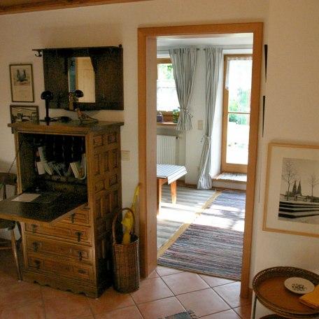 Blick von der Diele ins Wohnzimmer, © im-web.de/ Gäste-Information Schliersee in der vitalwelt schliersee