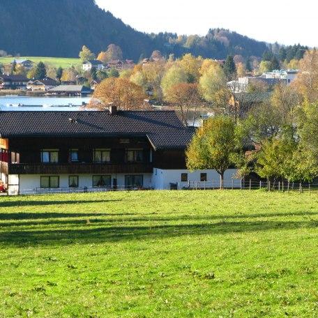 Außenansicht Haus, © im-web.de/ Gäste-Information Schliersee in der vitalwelt schliersee