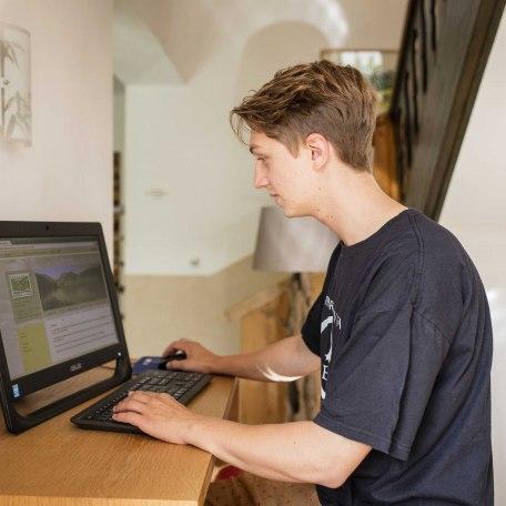 Computerterminal für unsere Gäste, © im-web.de/ Gäste-Information Schliersee in der vitalwelt schliersee