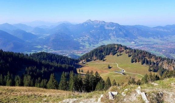 Seekar - Blick zur Lenggrieser Hütte und Brauneck, © AKimpfbeck