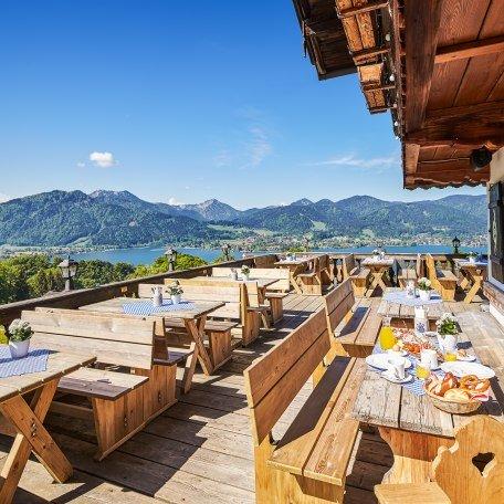 terrasse-mit-blick-ins-tegernseer-tal, © @DerLieberhof