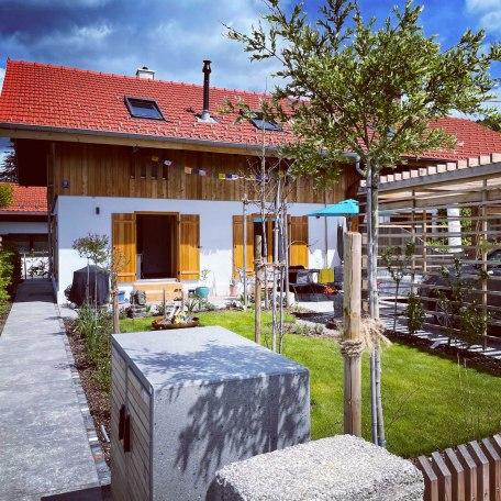 Außenansicht Haus Sonnengruß, © im-web.de/ Gäste-Information Schliersee in der vitalwelt schliersee